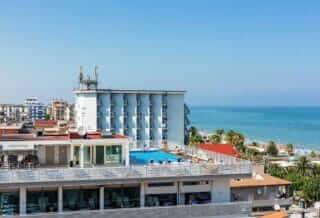 Piscina-albergo-hotel-medi-garden-resort-alba-adriatica-1