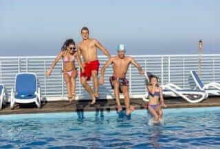 Piscina-albergo-hotel-medi-garden-resort-alba-adriatica-12